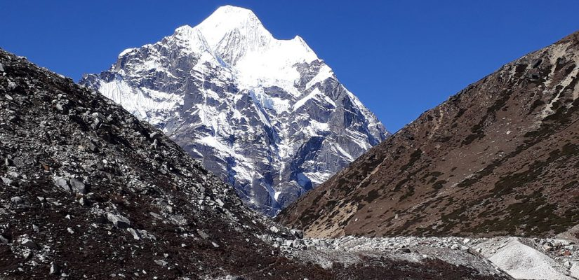 Mt. Makalu picture from Near