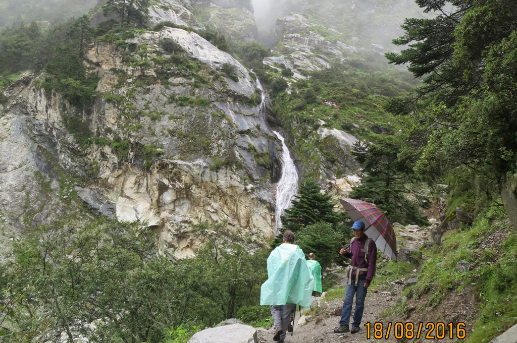 everest-base-camp-trek-in-moonosn